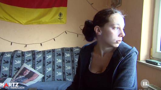 """""""Hartz 4"""": Saskia kann ihre Rechnungen nicht mehr bezahlen. Unfassbar, wie ihre Mutter reagiert."""