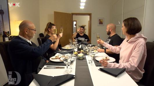 """""""Das perfekte Dinner"""" in Düsseldorf ist am fünften Tag bei dem 22-jährigen Christopher."""