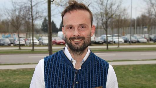Michael Sandorov spielt seit 15 Jahren die Rolle des Hotelpagen Peter Müller.