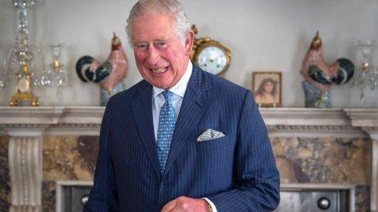 Prinz Charles wird von seinen Untertanen gefeiert.