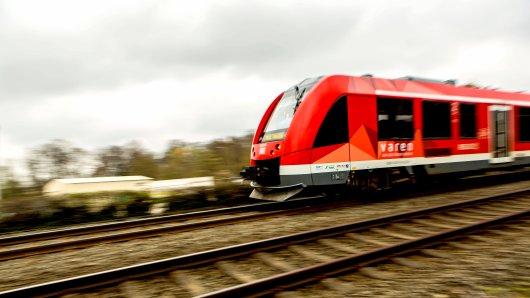 Bahn in NRW: Schock-Moment! Ein Regionalzug wurde von bisher unbekannten Personen beschossen! Die Bundespolizei ermittelt. (Symbolbild)