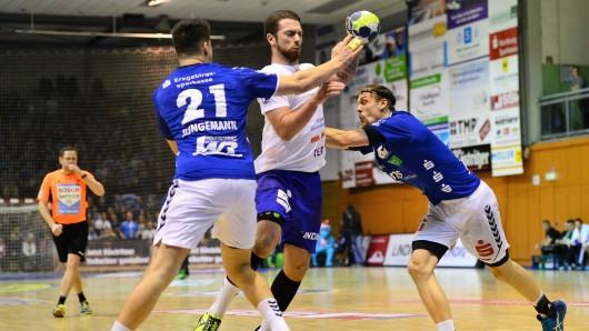 Alexander Saul (M.) war beim ThSV Eisenach bester Werfer im Spiel gegen den EHV Aue.