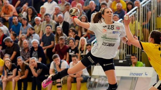 Iveta Luzumova vom Thüringer HC im Spiel gegen den HC Rödertal