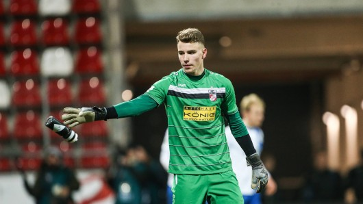 Julian Knoll vom FC Rot-Weiß Erfurt wird die Landeshauptstädter auch in der Regionalliga Nordost begleiten.