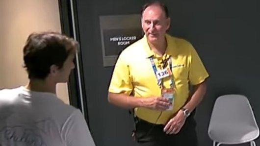 Für Roger Federer war an einer Tür Schluss. Er hatte keine Zugangskarte dabei.
