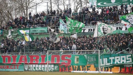 Fans der BSG Chemie Leipzig haben auf einen Vorfall beim Spiel gegen Carl Zeiss Jena II reagiert.