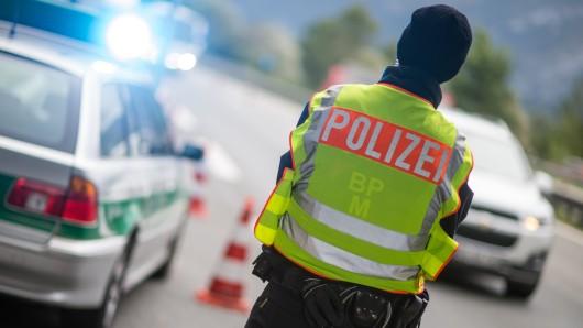 In Thüringen hat sich ein Mann eine Verfolgungsjagd mit der Polizei geliefert. Es ging auch über die A71 und die A38.