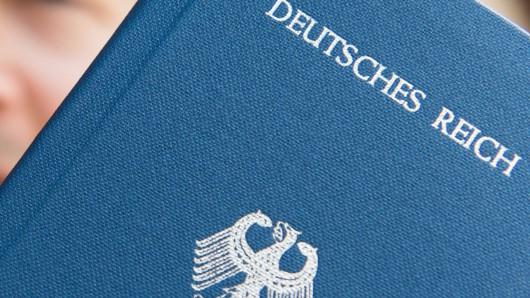 Der selbstausgestellte Pass eines Reichsbürgers.