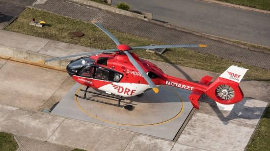 Rettungshubschrauber Christoph 37 steht hinter dem Südharz Klinikum in Nordhausen an seinem Stützpunkt.