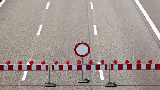 Eine Autobahn ist wegen Bauarbeiten gesperrt.