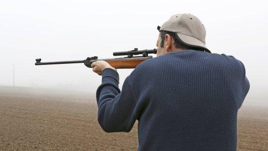 Womöglich hat ein 56 Jahre alter Mann in Oberdorla auf den Teenager geschossen. (Symbolbild)