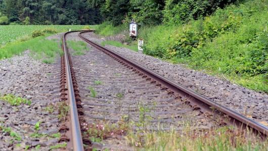 Im Thüringer Eichsfeld hat sich ein Unfall mit einem Zug und einem Motorrad ereignet.