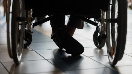 Der Rollstuhlfahrer ist in Altenburg verletzt worden. (Symbolbild)