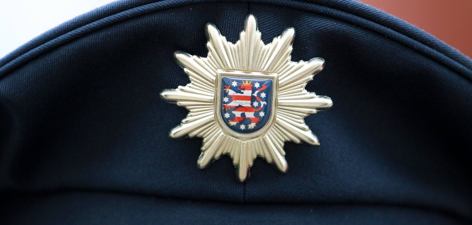 Die Polizeimütze mit einem Stern wird vom Thüringer Löwen geziert.
