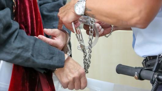 Das Landgericht Mühlhausen hat einen 52-Jährigen für den gewaltsamen Tod seiner Freundin zu neun Jahren und acht Monaten Gefängnis verurteilt. (Symbolbild)