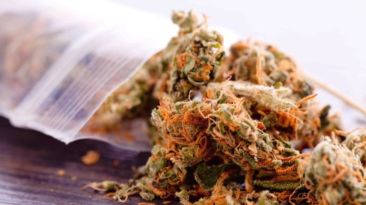 Eine kleine Plastiktüte mit Marihuana.