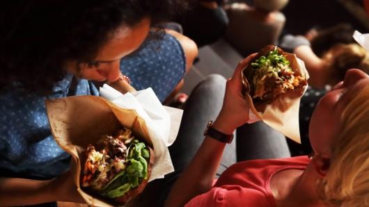 Am Wochenende macht das Streetfood-Festival erneut in Erfurt Halt. Am Zughafen warten dann 70 Stände mit Essen aus aller Welt darauf, erkundet zu werden. (Symbolbild)