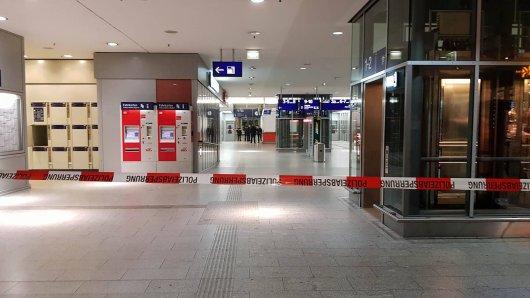 Der Bereich um die Gepäckstücke im Bahnhof von Erfurt wurde abgesperrt. (Symbolbild)