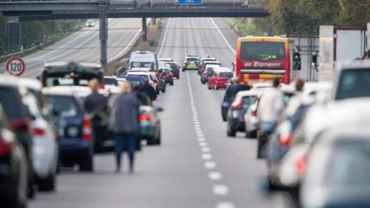 Auf der A4 und der A38 in Thüringen kommt es seit dem Sonntagvormittag nach Reifenplatzern und Unfällen zu Staus und Behinderungen. (Symbolbild)