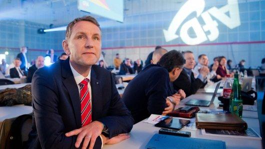 Björn Höcke, AfD-Fraktionsvorsitzender in Thüringen, sitzt am 02.12.2017 beim Bundesparteitag der Alternative für Deutschland im HCC Hannover Congress Centrum in Hannover (Niedersachsen).