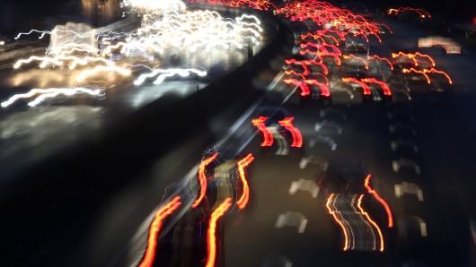 Auf der A4 in Thüringen wurde es in der Nacht wegen einer Frau gefährlich.