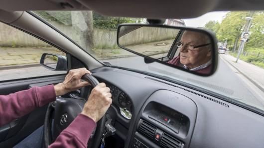 Im Landkreis Greiz ist ein Renter erst aufgefahren und dann abgehauen. (Symbolbild)