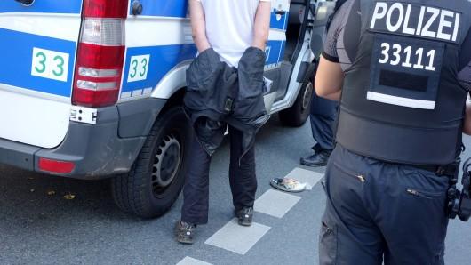 In Thüringen ist ein Mann aus dem Gewahrsam der Polizei entkommen.