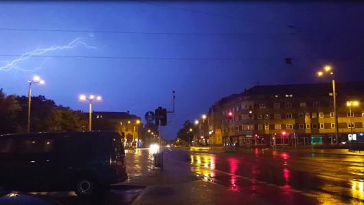Am Donnerstagmorgen rollen schweren Gewitter über den Freistaat. Für Erfurt und das Weimarer Land hat der Deutsche Wetterdienst Unwetterwarnungen ausgesprochen.