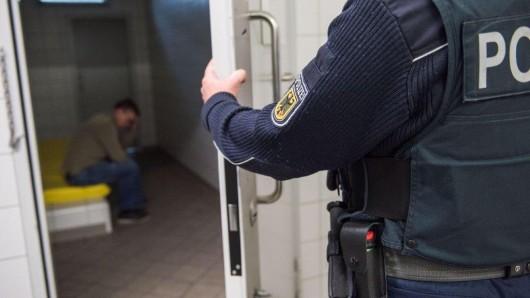 Ein Mann wurde am Freitag in Erfurt festgenommen. Nur einen Tag später war er tot.