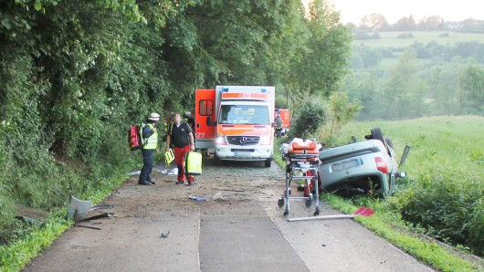 Zwischen Bad Tabarz und Waltershausen ist ein Autofahrer verunglückt, nachdem die Räder seines Autos blockiert hatten. (Symbolbild)