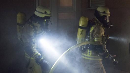 Bei einem Brand in Gotha hat die Feuerwehr eine Leiche gefunden. (Symbolfoto)