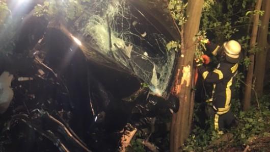 Ein Mann wurde bei einem Unfall in Gotha schwer verletzt. Auch seine Ehefrau im Wagen erlitt leichte Verletzungen. (Symbolbild)