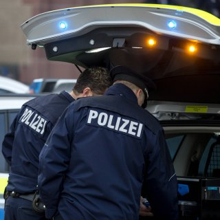 Ein Wachmann ist in Erfurt von einem 74 Jahre alten Autofahrer überfahren worden. (Symbolbild)