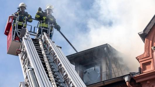 Bei dem Brand in Eisenach musste die Feuerwehr ins vierte Obergeschoss.