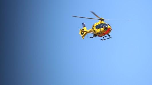 Eine Frau wurde in Thüringen von ihrem eigenen Auto überrollt.