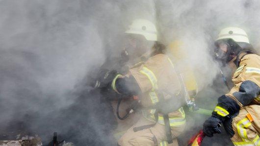 Bei einem Brand in Sömmerda sind am Donnerstagmorgen vier Menschen verletzt worden. (Symbolbild)