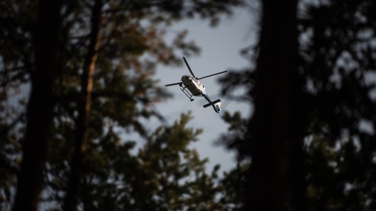 Hubschrauber und Fährtenhunde waren bei der Vermisstensuche in Thüringen im Einsatz.