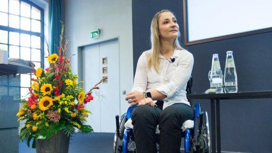 Die querschnittsgelähmte Radsport-Olympiasiegerin Kristina Vogel gibt eine Pressekonferenz im Unfallkrankenhaus Berlin-Marzahn. Vogel wird nach einem Trainingssturz vom 26. Juni in der Berliner Spezialklinik behandelt.