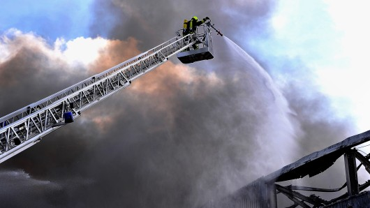 Feuerwehr-Einsatz im Wartburgkreis: Stundenlang kämpften die Einsatzkräfte gegen die Flammen. (Symbolbild)