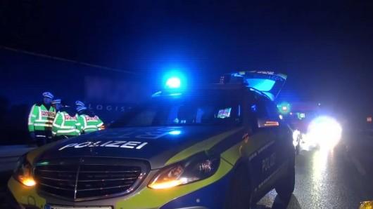 Die Polizei sucht nach einem tödlichen Unfall auf der B88 weitere Zeugen. (Symbolbild)