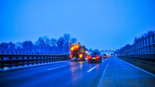 Die winterglatte Fahrbahn der A38 wurde den Autofahrern im Eichsfeld am Montagmittag zum Verhängnis.(Symbolbild)