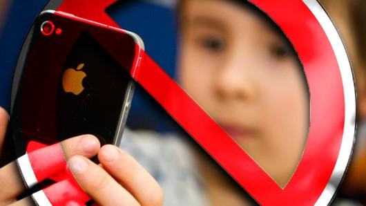 Die Regierungsberaterin Julia von Weiler fordert Smartphone-Verbot für Kinder unter 14 (Symbolbild)