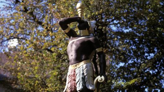 Der Mohr findet sich in Eisenberg in Straßennamen, auf Brunnen selbst im Stadtwappen wieder. Jetzt soll das Stadtfest nach ihm benannt werden - das stößt auf Unmut.