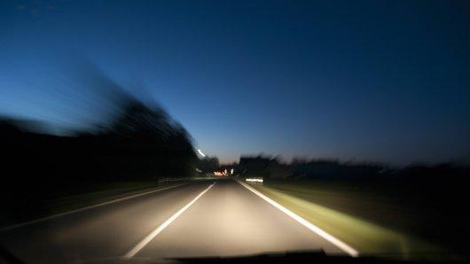 Ein Unfall auf einer Landstraße in Thüringen hat fatale Folgen genommen.