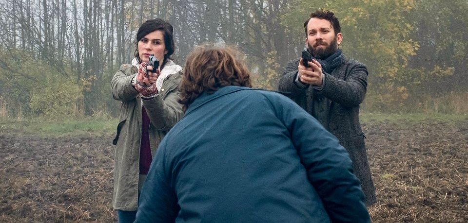 """Die Kommissare Dorn (Nora Tschirner) und Lessing (Christian Ulmen) gehen in Weimar wieder auf Verbrecherjagd. Eine Szene der Tatort-Folge """"Die robuste Roswita""""."""