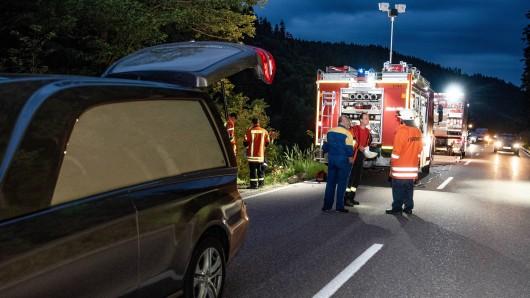 In Thüringen hat ein junger Mann auf der Straße sein Leben verloren.