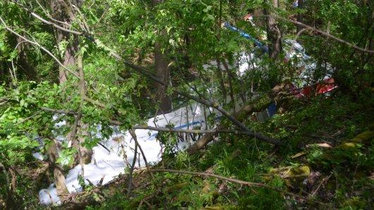 Ein Kleinflugzeug ist am Freitag (20.05.2016) in Schöngleina  bei Jena einem Waldgebiet abgestürzt. Der Pilot kam dabei ums Leben.