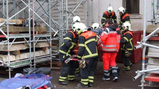 Ein 39 Jahre alter Bauarbeiter ist in Gotha bei einem Arbeitsunfall schwer verletzt worden.