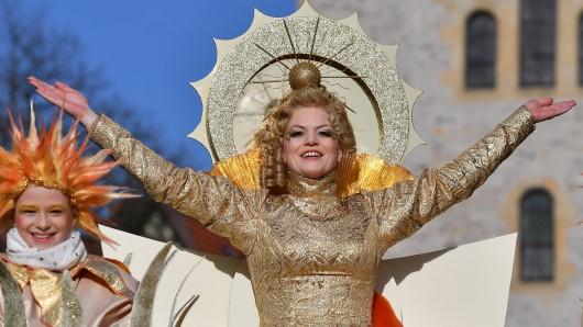 Mit einem Festumzug wurde am Samstag (25.03.2017) in Eisenach traditionell der Sommergewinn gefeiert, bei dem Sabrina Fink als Frau Sunna den Winter verjagte.