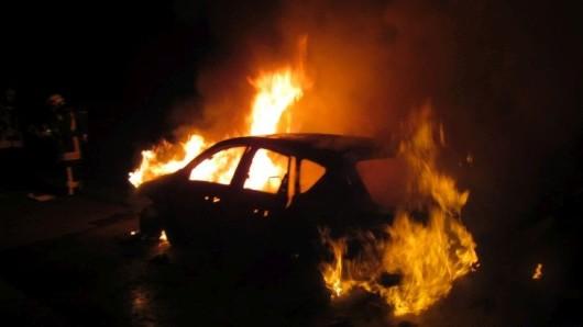 Die Feuerwehr konnte das verunglückte Auto im Wartburgkreis nicht mehr retten. (Symbolfoto, Archivfoto)